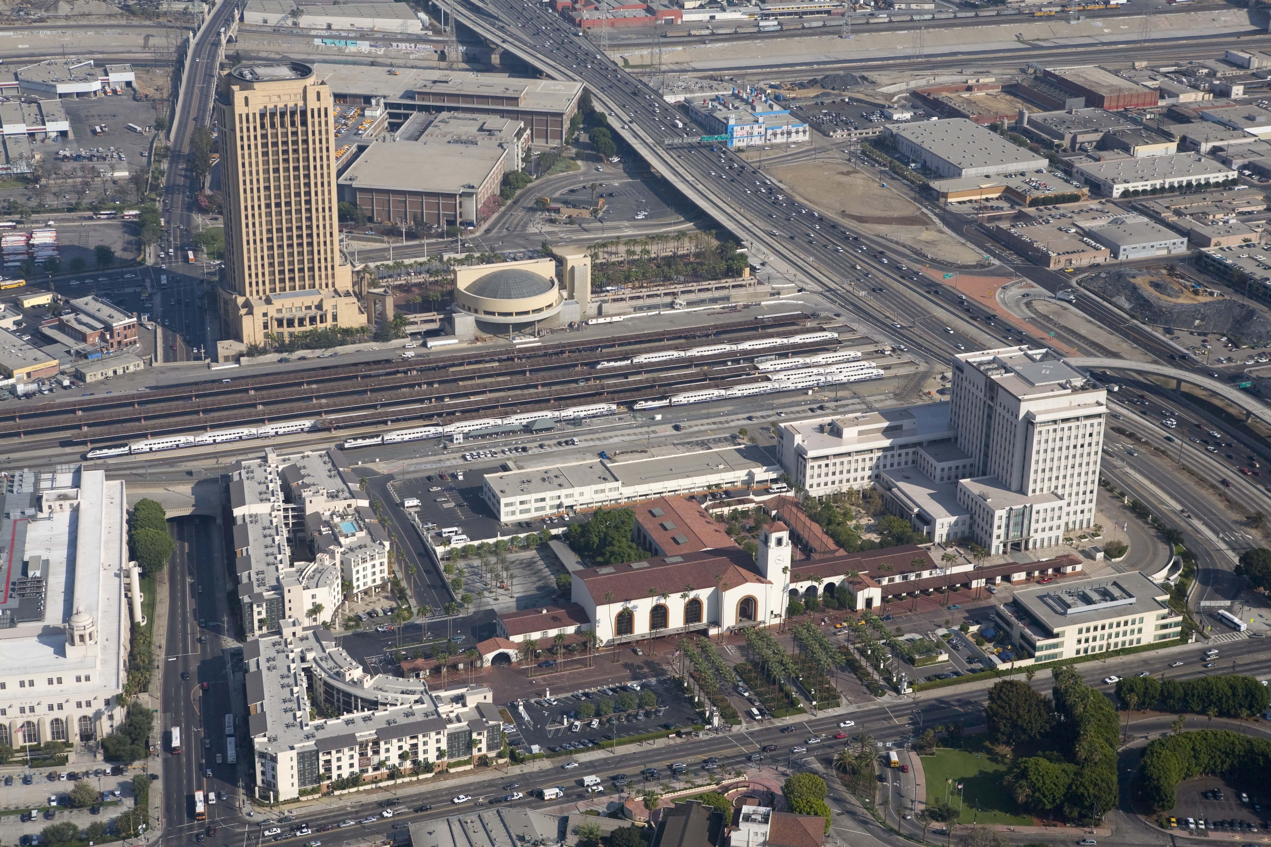 "<p>Aerial ofUnion Station</p> <p><span style=""font-family: Verdana, Geneva, sans-serif; line-height: 20px; font-size: small;"">Photograph Courtesy of Cattelus © 2011</span></p>"
